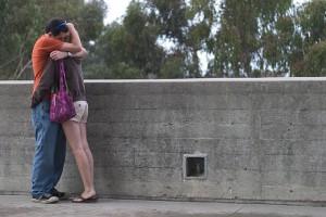 Für Verliebte selbstverständlich: die Umarmung. Foto: flickr/Brad Fults (CC)